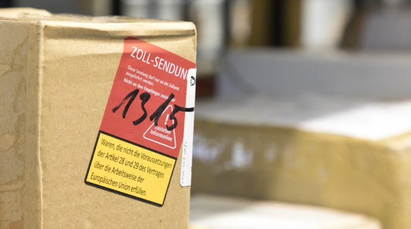 Nicht nur zur Weihnachtszeit – Wie das Paket durch den Zoll kommt